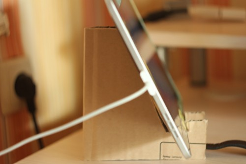 картонная подставка под iPad