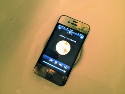 Как усилить звук динамика телефона… в ванной
