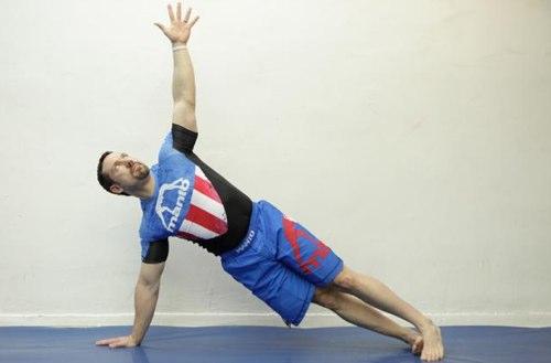 простые упражнения для укрепления рук и талии