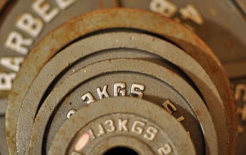 как правильно подобрать вес в тренажерном зале