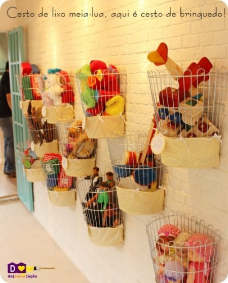 http://lifehacker.ru/wp-content/uploads/2012/06/10-cool-diy-toy-storage-ideas12-500x620-e1339845278254.jpg
