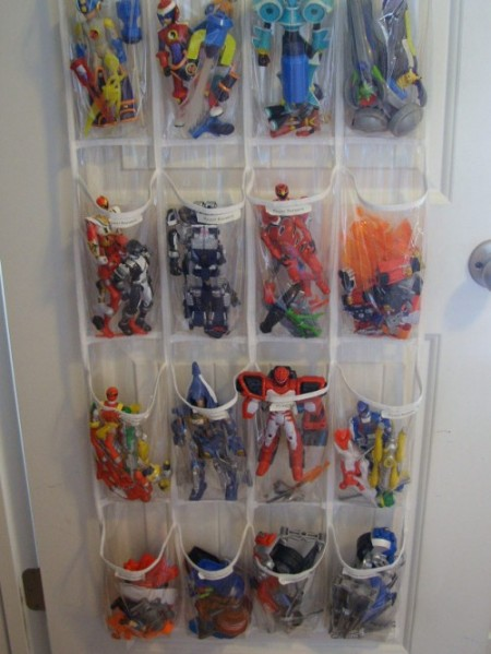 http://lifehacker.ru/wp-content/uploads/2012/06/10-cool-diy-toy-storage-ideas7-500x666-e1339845445424.jpg