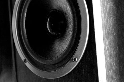 Как уменьшить скачки громкости звука в фильмах