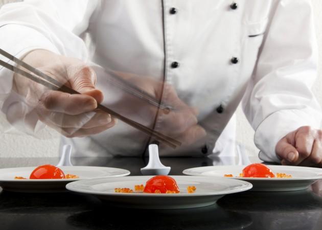 Приготовление блюда из молекулярной кухни
