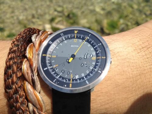 DUO24 — стильные часы с поддержкой двух часовых поясов (+скидка)