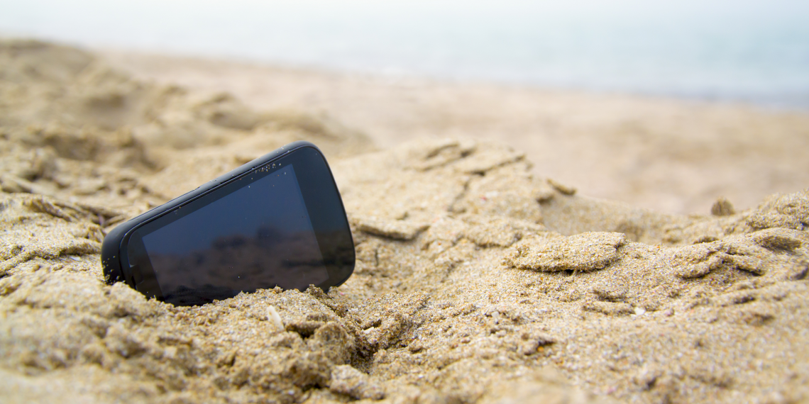 ИНФОГРАФИКА: Как телефон поможет вам выжить на необитаемом острове или в лесу