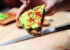 РЕЦЕПТЫ: Тосты с авокадо и острым соусом
