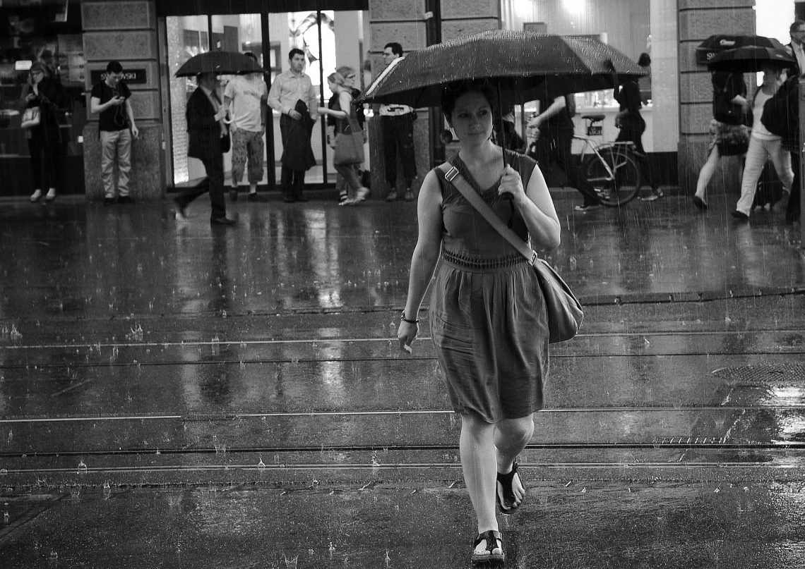 ВИДЕО: Какую стратегию поведения под дождём выбрать?