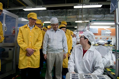 4-Tim-Cook-Foxconn
