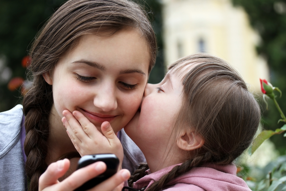 В каком возрасте покупать ребенку первый смартфон или телефон и стоит ли вообще это делать