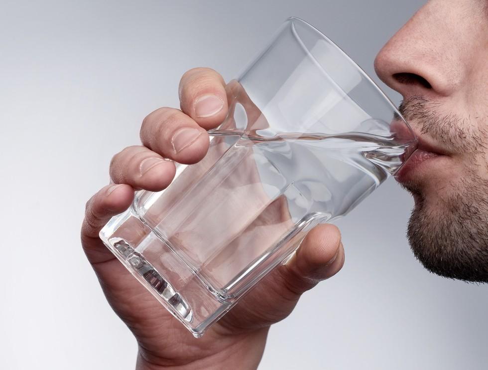 ИНФОГРАФИКА: Сколько, когда и зачем пить воду