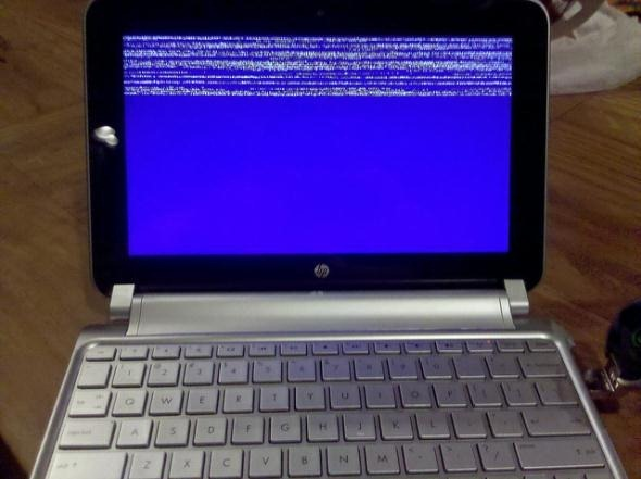 Windows-blue-screen-on-laptop