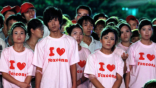 Работники фабрики Foxconn ударно трудятся и так же отдыхают