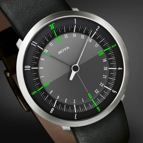 DUO — новые часы с зелёно-чёрным циферблатом и поддержкой двух часовых поясов.