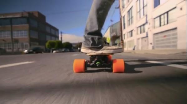 ВИДЕО: Электрический скейтборд