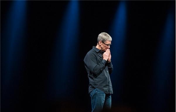 Как долго Тим Кук сможет руководить Apple, избегая всяческих рисков?