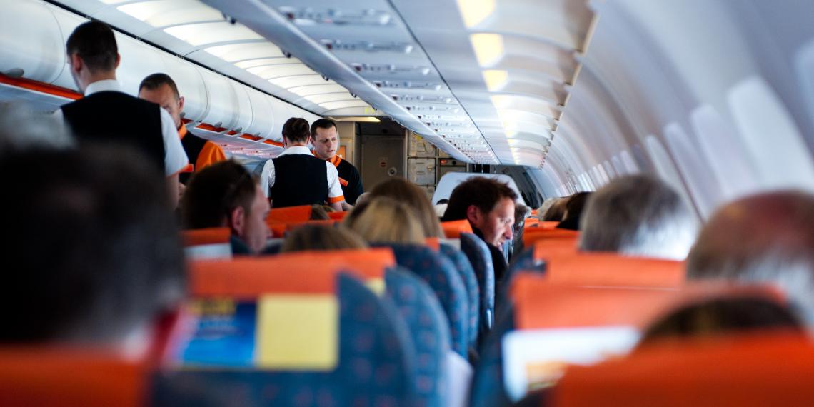 10 неземных фэйлов – чего не стоит делать на борту самолёта