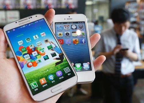 Apple и Samsung получают 109% дохода на рынке