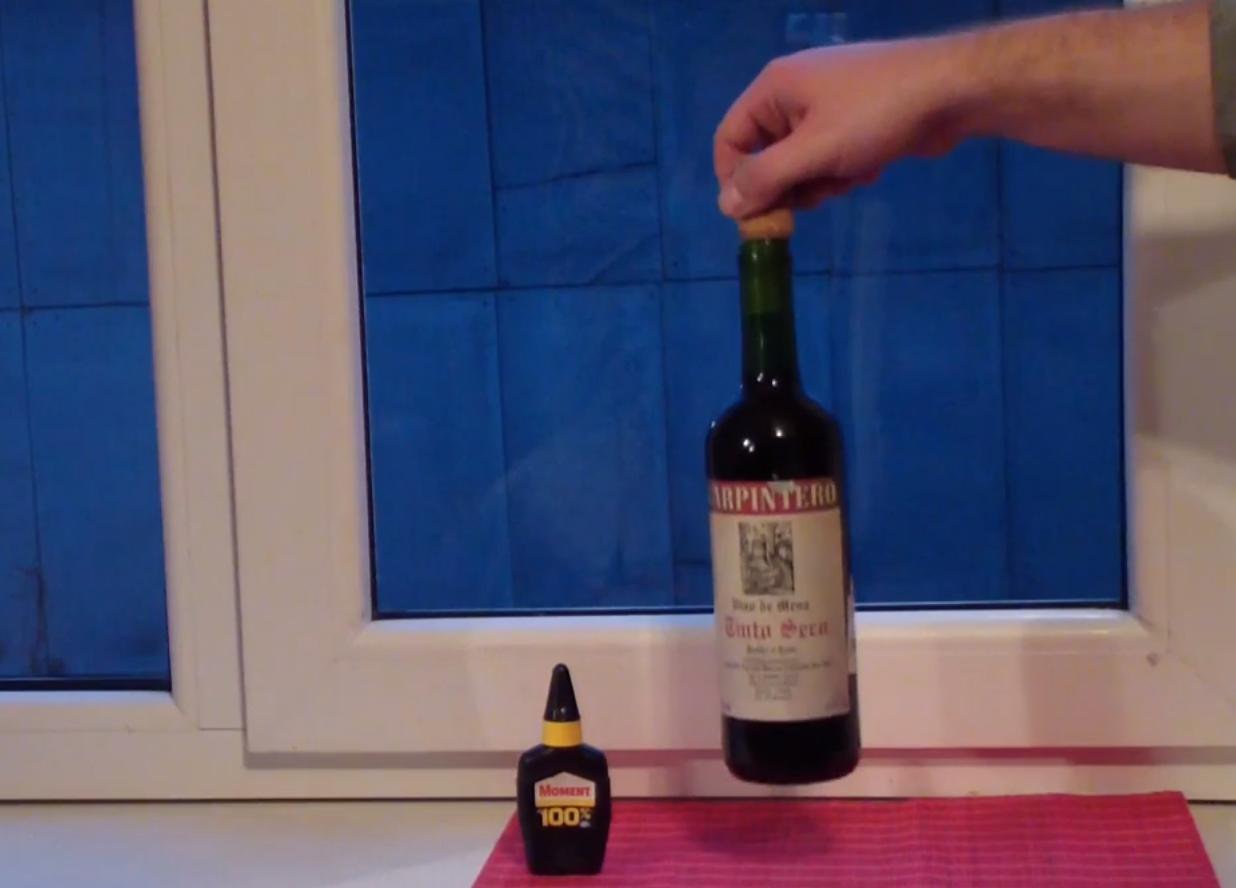Как открыть бутылку вина без штопора, но с помощью супер-клея