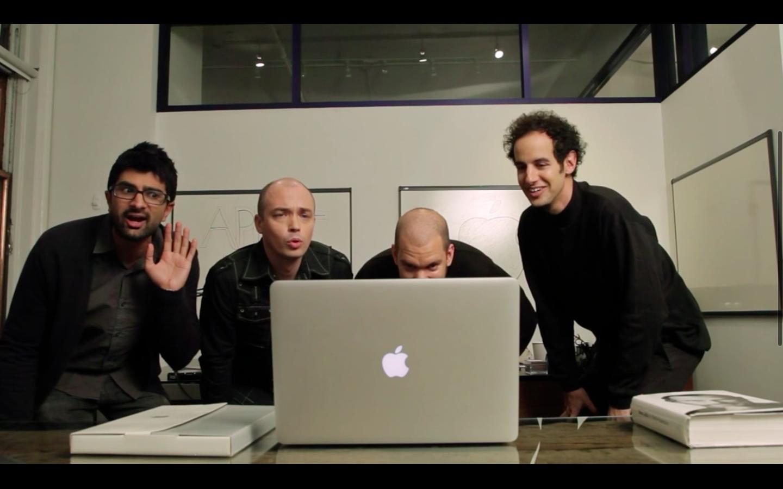 Как фанаты Apple смотрят презентации компании (видео)