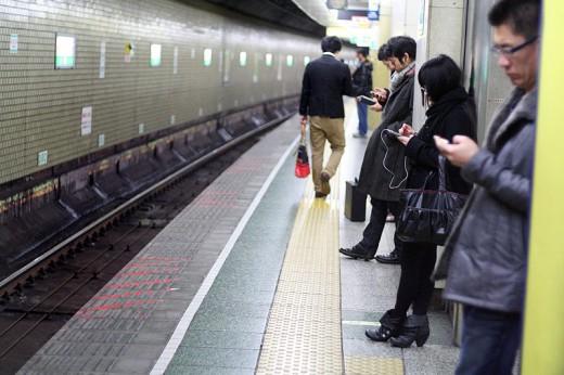 Японцы не разговаривают по телефону в общественном транспорте
