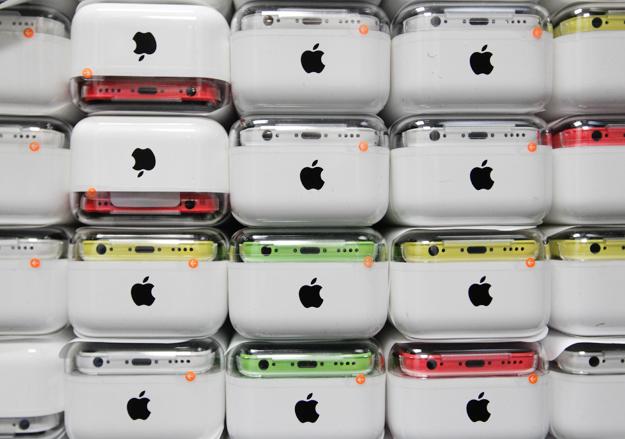 iPhone — в тройке самых продаваемых смартфонов в России