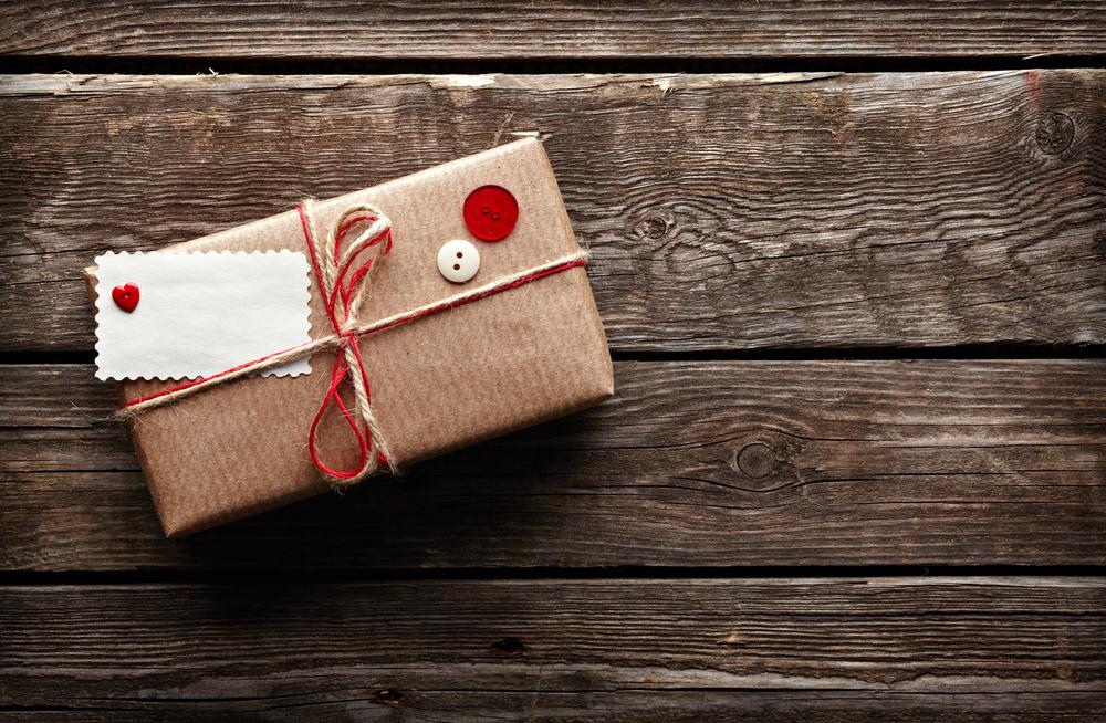 Что дарить на День влюбленных и День защитника Отечества?