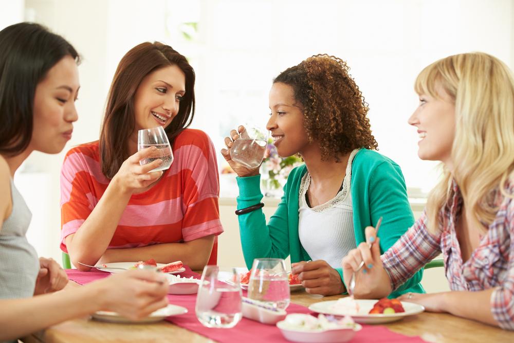 Как питье воды во время еды влияет на пищеварение