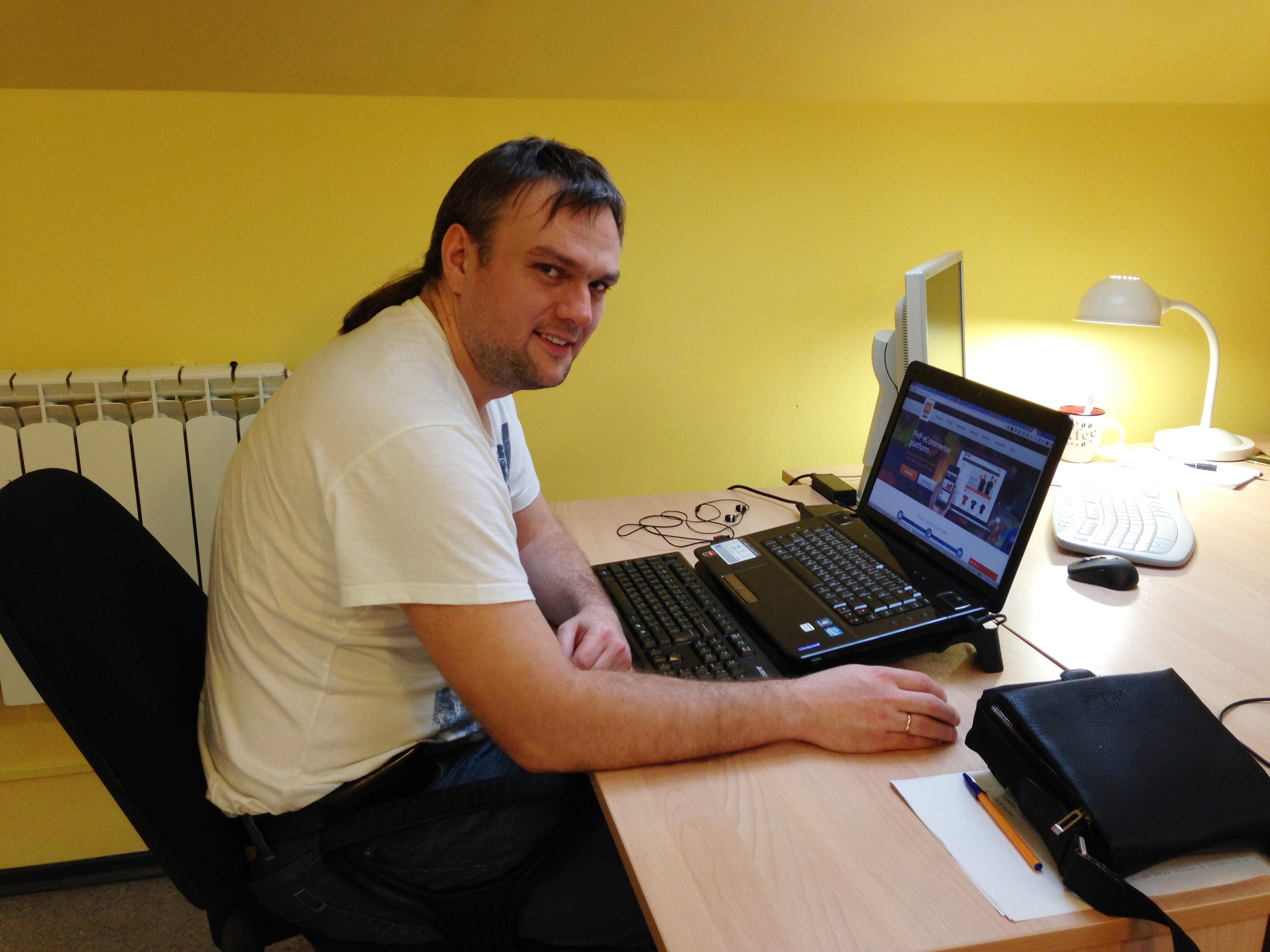 Рабочие места: Максим Шамаев, технический директор и директор по информационным технологиям X-Cart