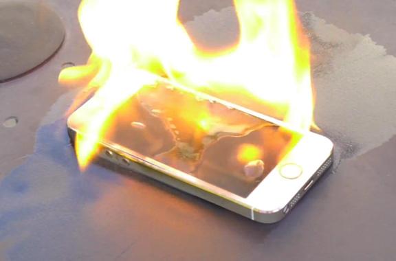 Как выглядит iPhone 5s с загоревшимся аккумулятором