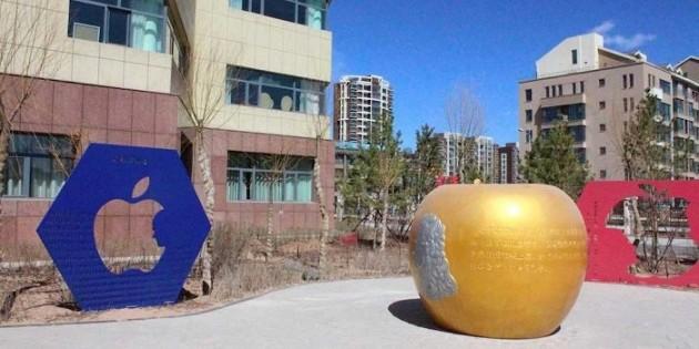 Памятник Стиву Джобсу в городе-призраке