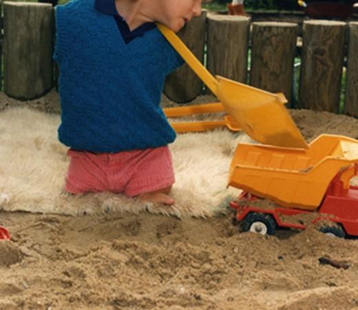 За исключением того, что у Ника нет рук и ног, он был обычным ребенком