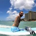 Ник занимается серфингом