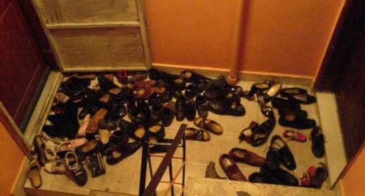 Турки оставляют обувь за дверью