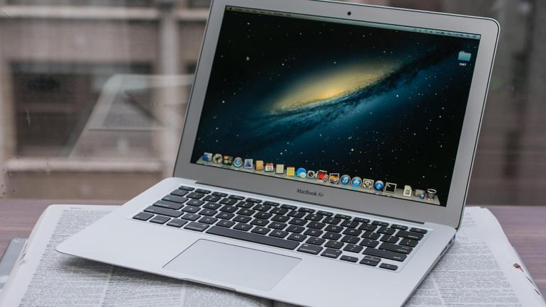 MacBook Air пережил падение с самолета