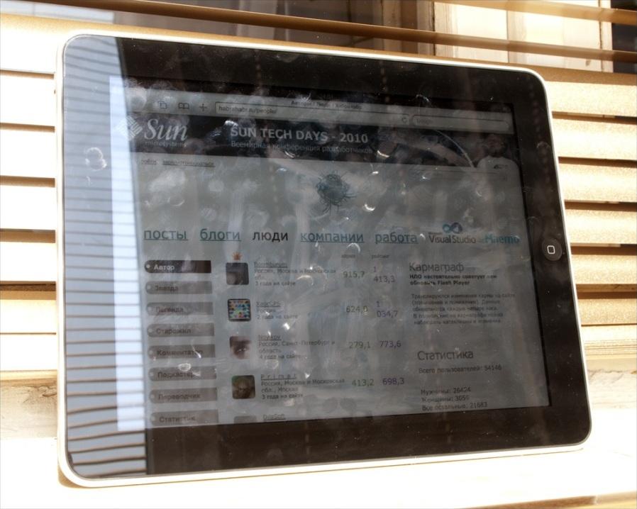 Отпечатки пальцев на экране iPad как… искусство