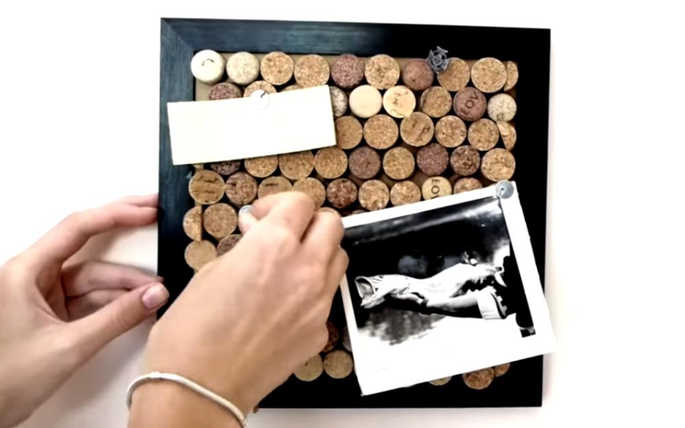ВИДЕО: Как сделать крутую доску для заметок из винных пробок