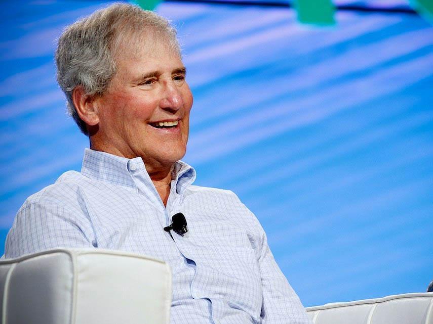 Apple покидает старейший член совета директоров