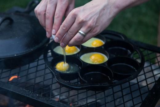 Яичница в сковороде для бисквитов