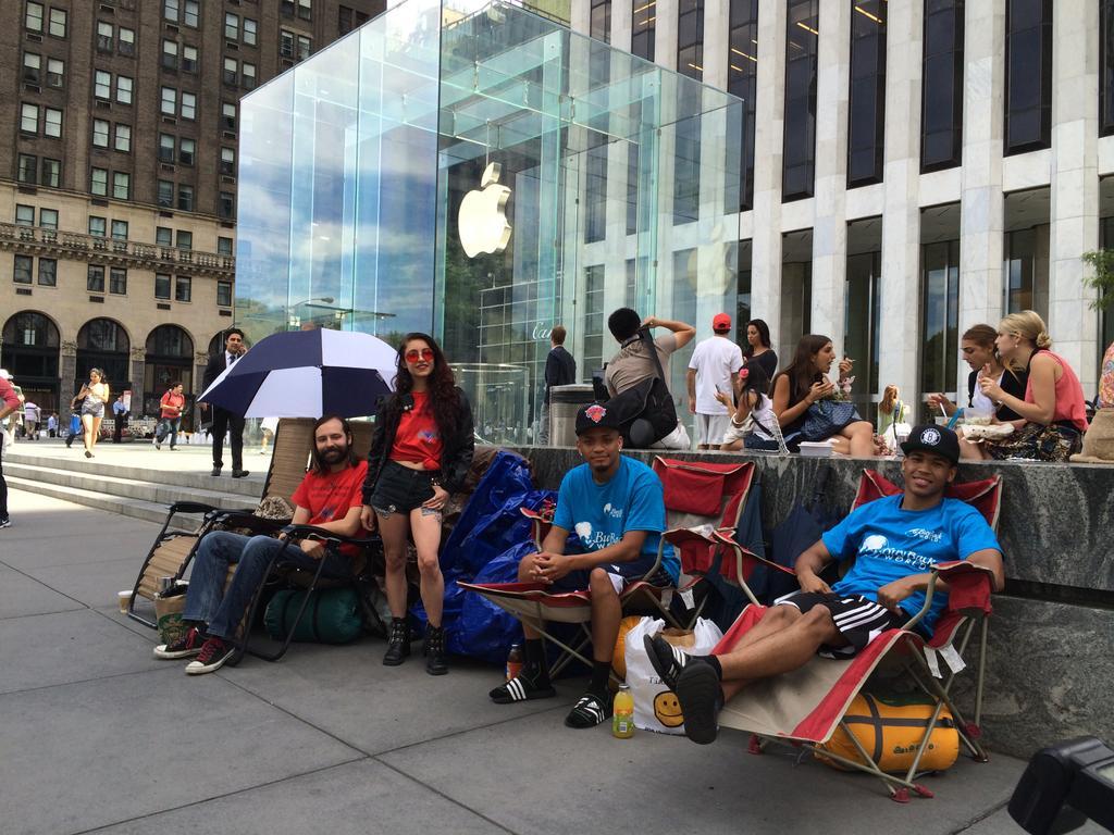 Очереди за iPhone 6 выстроились еще до анонса смартфона