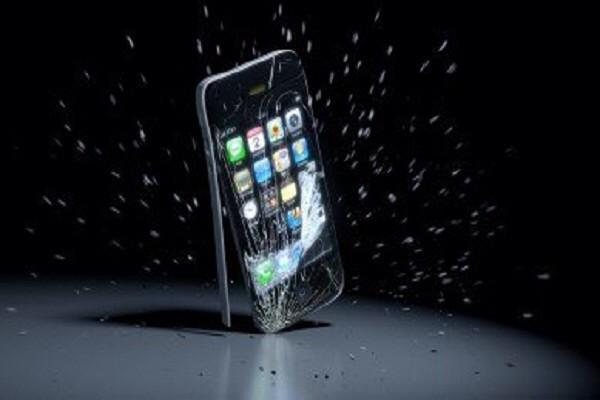 Депутат Алексей Лисовенко предложил запретить ввоз iPhone 6 в Россию