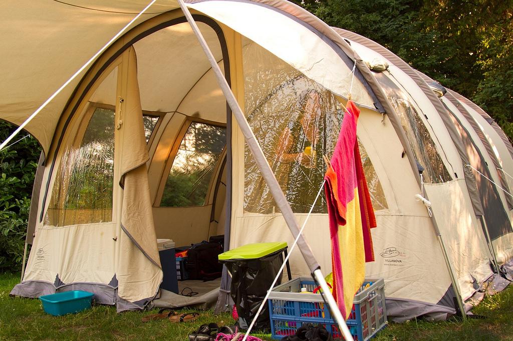 Большая палатка для кемпинга