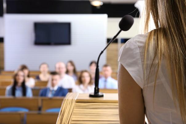 Как улучшить звучание голоса при выступлении