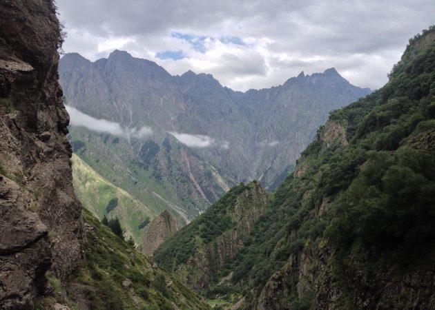 Возле водопада Гвелети горы