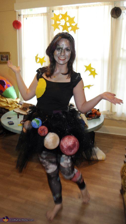 Костюмы на Хэллоуин. Госпожа вселенная