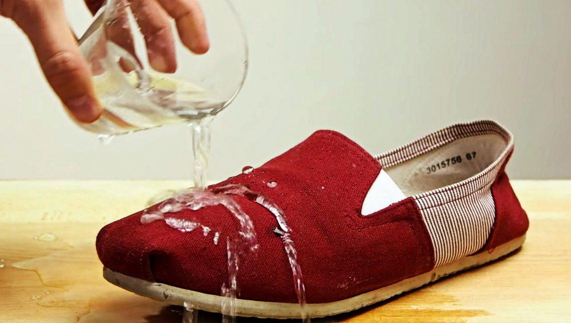 ВИДЕО: Как защитить обувь отвлаги припомощи воска