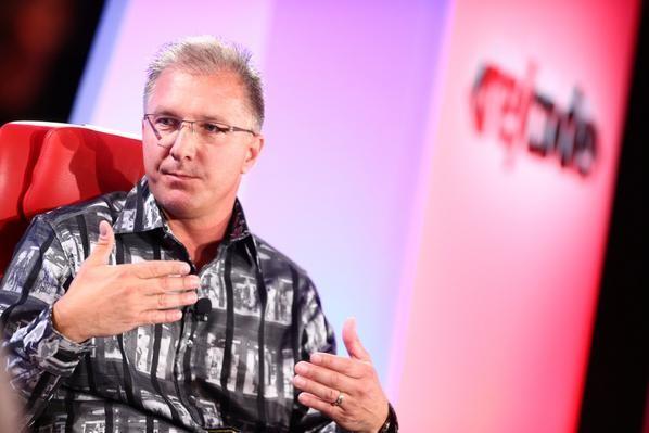 Грег Джосвяк рассказал о причинах проблем с обновлением iOS 8.0.1