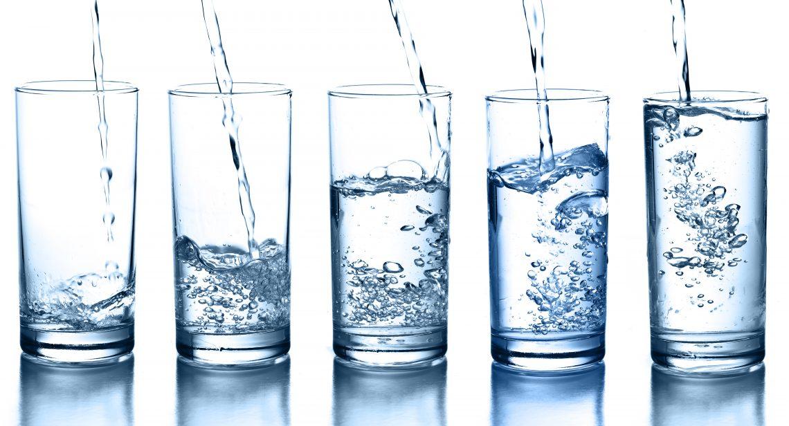 Почему вам не нужно пить по 8стаканов воды ежедневно