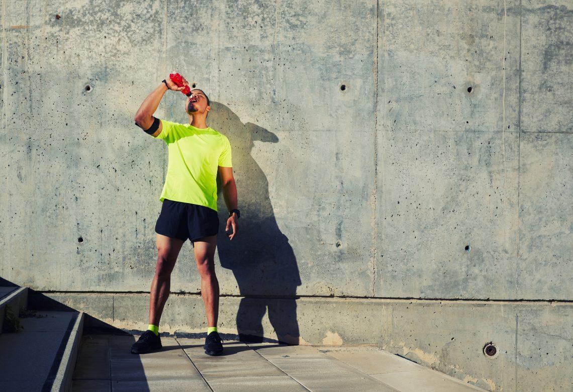 Что пить во время тренировки: вода vs изотоники