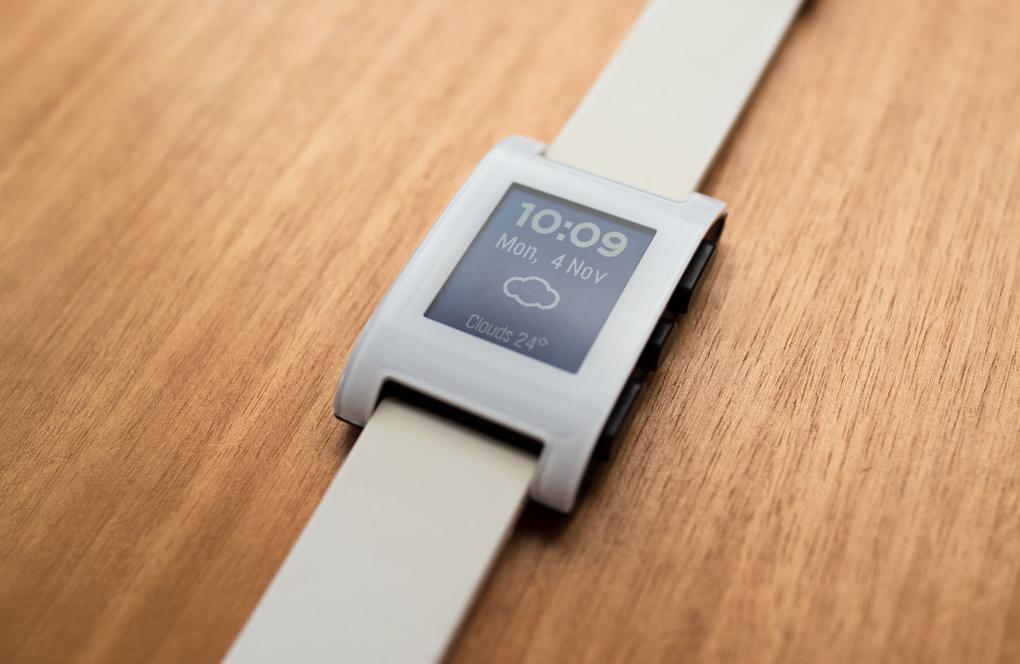 Умные часы Pebble как временная альтернатива Watch